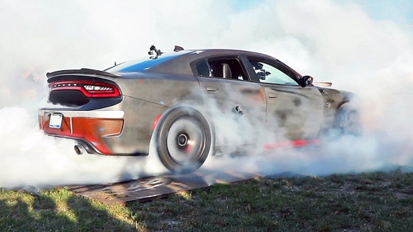 Dodge SRT Hellcat – Drag Race, Drift, Burnout Challenge – 2019 ROADKILL NIGHTS