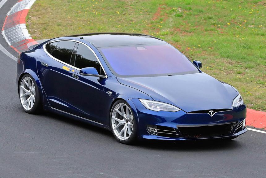 Дайджест дня: Tesla на Нюрбургринге, седан Mazda 3 для России и другие события автоиндустрии