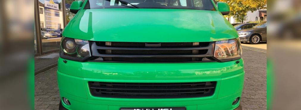На продажу выставили VW Transporter с мотором от Porsche 911 и рулём посередине — в разделе «Звук и тюнинг» на сайте AvtoBlog.ua