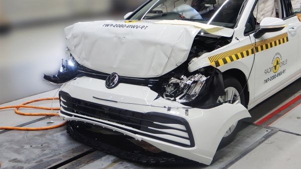 VW Golf 8 (2020) Crash and Safety Tests