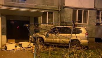 В Одессе пьяный водитель врезался в подъезд дома — «ДТП»