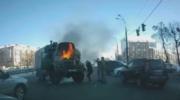 В Киеве на дороге загорелся военный автомобиль — «ДТП»