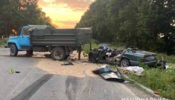 В Винницкой области легковушка столкнулась с грузовиком, двое погибших — «ДТП»